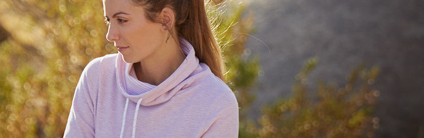 Discover impressive performance and style in our women's sweatshirts and fleece.