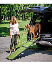 Offer your dog sure footing with the faux-grass-topped Natural-Step Pet Ramp for the car.