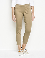 No restricted movement here: These stretch twill cropped pants offer plenty of give all day.