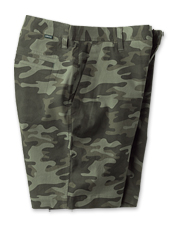 Our comfortable five-pocket Sandstone Shorts come in a camo pattern for outdoorsy style.