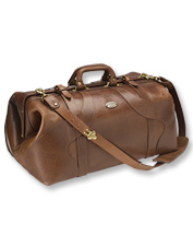 This American Buffalo Travel Grip Bag is a rugged, easy-to-pack, vintage-style duffle.