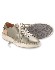 These Mesina Sneakers boast signature Pikolinos comfort and hand-sewn leather craftsmanship.