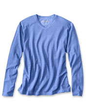 Special pigment printing gives this long-sleeved T-shirt an oft-worn look from day one.