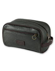 Laundry day is better with this attractive and convenient waxed cotton washbag from Barbour.