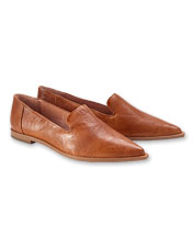 Frye offers an updated take on the favorite ballet flat in the Kenzie Venetian Shoe.
