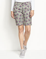 Our Everyday Chino Shorts earn extra appeal in this pretty, printed version.