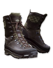 Lightweight and waterproof, grippy Le Chameau Lite Hunting Boots keep you dry and comfortable.