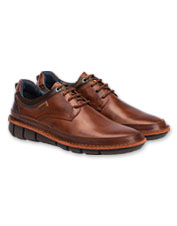 Pikolinos crafts the lace-up Tudela Shoe from beautiful calfskin leather.
