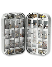 This classic fly box keeps your dry flies protected and organized.