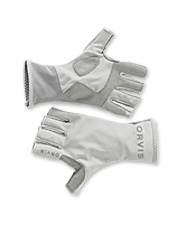 Protect your hands from harmful ultraviolet rays with our technical fly fishing gloves.