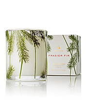 Bring the aromatic outdoors inside with this long-burning, pine-scented decorative candle.