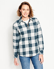 The Tetons Flannel-and-Fleece Jacket lends water-repellent protection and favorite-shirt style.
