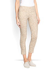 Enjoy a flattering profile and pliant comfort in these attractive slim stretch pull-on capris.