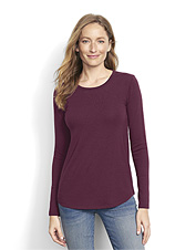 We improved our Perfect long-sleeved crewneck tee with an appealing, relaxed fit.
