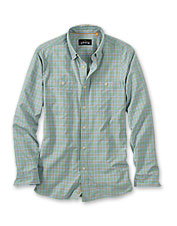 Make fast work of your chores in comfort and style in this chambray button-down work shirt.