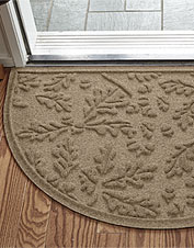 Water Trapper® brings outdoor décor indoors with this handsome recycled oak leaf floor mat.