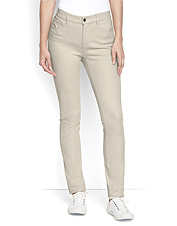 Reach for these easy-wearing Concord L-Pockets Jeans for stylish pants made to travel.