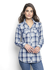 An ombré check brings a modern feel to the classic Western-inspired button front shirt.