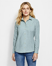 Our Women's Tech Chambray Work Shirt promises to work as hard as you do, whatever the task.