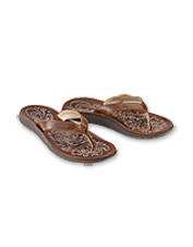 Every day feels like vacation in the luxurious comfort of these Paniolo Sandals by OluKai.