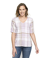 Our comfortably relaxed plaid top earns breathability and alluring texture from a linen blend.