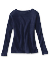 A soft, easy-to-wear cashmere blend lends our boatneck sweater both comfort and versatility.