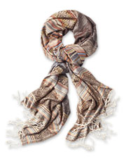 The gorgeous Blue Ridge Jacquard Scarf is the perfect finishing touch, autumn through spring.