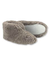 Step into the Ulla sheepskin slippers by Shepherd of Sweden to experience incredible comfort.