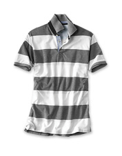 This piqué polo features a traditional rugby stripe that recalls the comfortable standby.