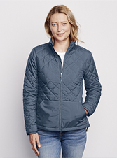 Take on wet weather without hesitation wearing our bulk-free, quilted Recycled Puffer Jacket.