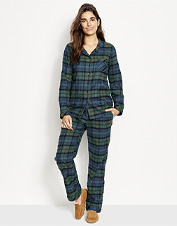 Cozy up in flannel—our festive printed Christmas pajamas set is a winner all season long.