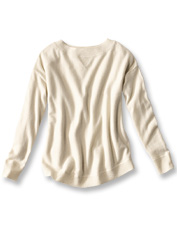 The seasons-spanning comfort of cashmere makes this boatneck sweater an indispensable style.