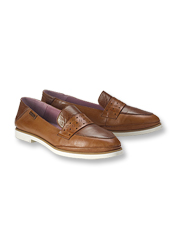 Slip on water-resistant Santorini Loafers by Pikolinos for wandering on dry or drizzly days.