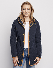 Block snow, rain, and cold across seasons wearing the diamond-quilted Sunderland Jacket.
