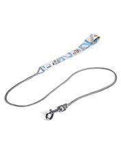 This lightweight dog leash is deceptively sturdy, thanks to stronger-than-steel Dyneema® rope.