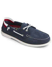 Enjoy everything that makes Sperry great wearing the Authentic Original 2-Eye boat shoe.