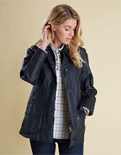 Turn to the favorite Beadnell Jacket by Barbour for wind-blocking, water-repelling protection.